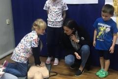 Uczniowie ze Zbylutowa bili rekord w resuscytacji krążeniowo - oddechowej 1