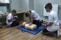 Uczniowie ze Zbylutowa bili rekord w resuscytacji krążeniowo - oddechowej 4