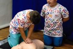 Uczniowie ze Zbylutowa bili rekord w resuscytacji krążeniowo - oddechowej 9