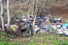Dzikie wysypisko śmieci w Płóczkach Górnych 4