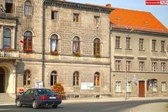 Urzad-Gminy-i-Miasta-Lwowek-Slaski-flaga-RP-2