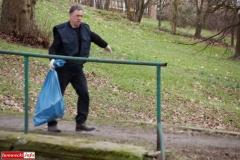 Gryfowscy urzednicy posprzątali park 1
