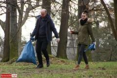 Gryfowscy urzednicy posprzątali park 7