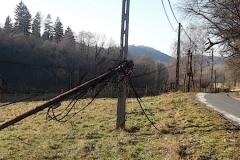 modrzewie-kable-telekomunikacyjne-leżą-na-ulicy-2019-01