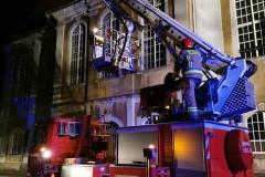 Strażacy uratowali kota uwięzionego na dachu kościoła 3