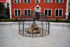 Lwówek Śląski fontanna z czaplą 7