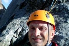 Na stanowisku w czasie wspinaczki filarem pólnocnym na Piz Badile w Alpach szwajcarskich