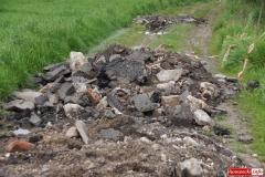 Odpady pomiędzy łanami zbóż 03