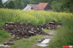 Odpady pomiędzy łanami zbóż 06