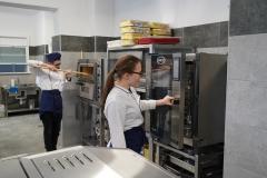 Pracownia gastronomiczna w ZSET w Rakowicach Wielkich 10