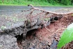 Radomiłowice - Górczyca zerwany asfalt 4