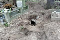 Rozkopany grób na cmentarzu w Lwówku Śląskim 04