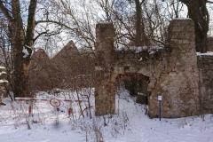 Dębowy Gaj ruiny pałacu stara studnia 3