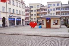 Serce na nakrętki na lwóweckim rynku 1