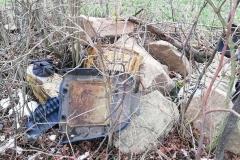 Czernica Strzyżowiec krzyż pokutny wysypisko śmieci 4