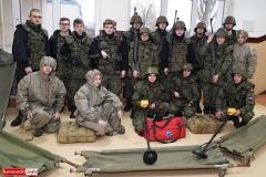 Uczniowie klas mundurowych z nowym sprzętem 6