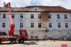 Wali sie budynek w centrum Wlenia 05