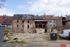 Wali sie budynek w centrum Wlenia 09