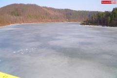 wędkarz lód jezioro pilchowickie 6