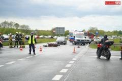 zderzenie motocyklisty ze Skodą wytpadek na DK30 w Krzewiu Wielkim 2