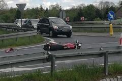 zderzenie motocyklisty ze Skodą wytpadek na DK30 w Krzewiu Wielkim 6