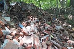Gruz i śmieci w lesie w Bystrzycy 04