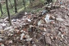 Gruz i śmieci w lesie w Bystrzycy 10