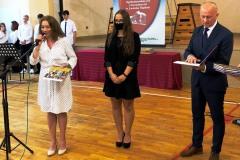Nagroda-dla-Karoliny-Kominek-najlepszej-uczennicy-w-ZSOiZ-w-Lwowku-Slaskim