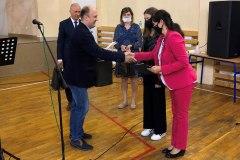 Nagroda-dla-Malwiny-Maciejczyk-najlepszej-uczennicy-w-liceum
