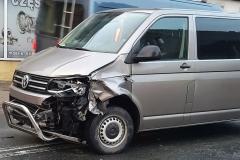 Zderzenie busa VW z Audi 1